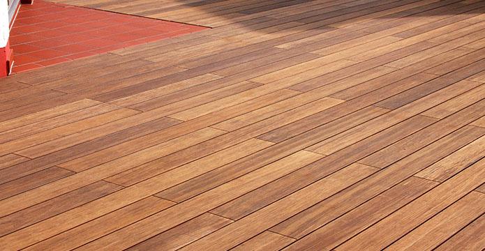 Verlegte Terrassendielen aus Bambus (Bamboo X-Treme)